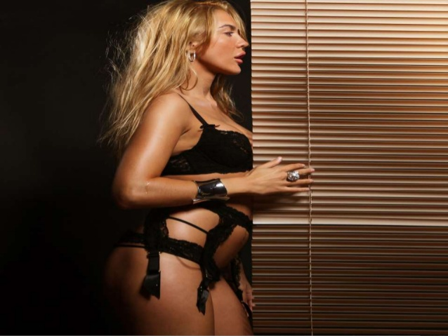 Hot Strippers Available in Sydney